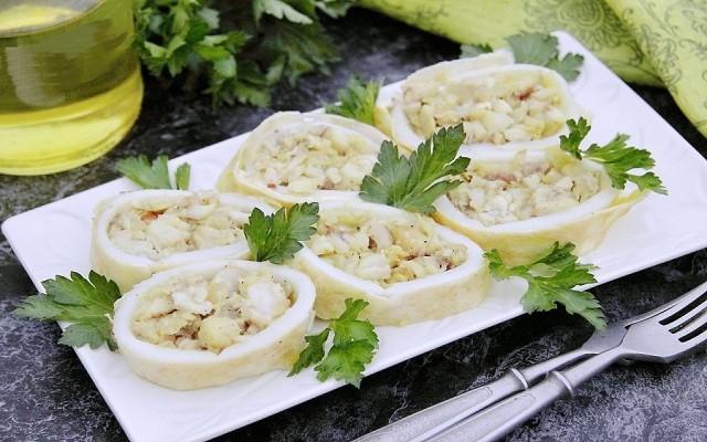 кальмары с начинкой в яйце