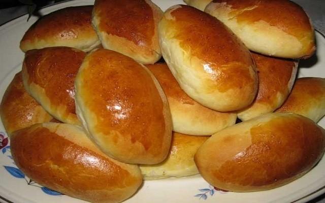 печеные пирожки с картошкой