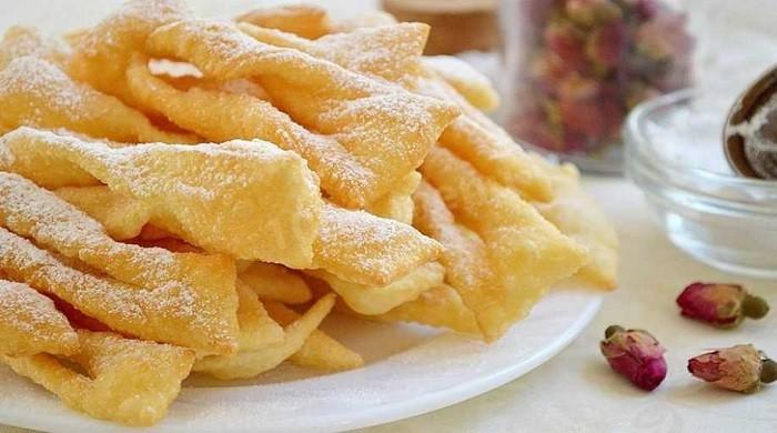 Хворост — очень вкусный хрустящий десерт из разных видов теста