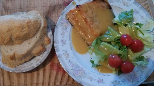 готовая рыба с хлебом
