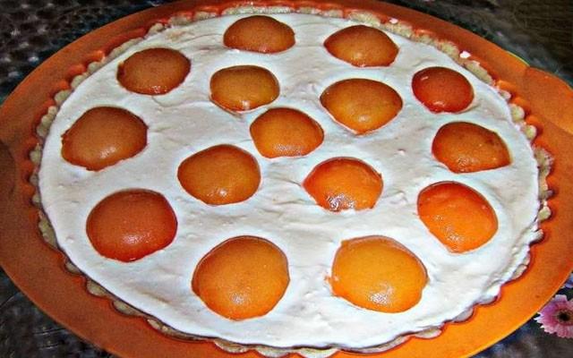 уложить абрикосы