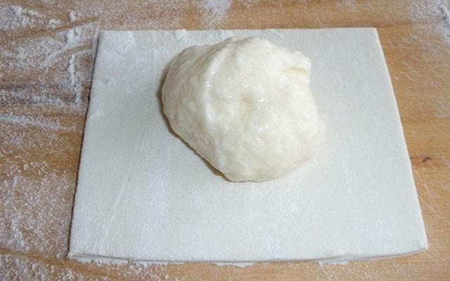 положить начинку на тесто