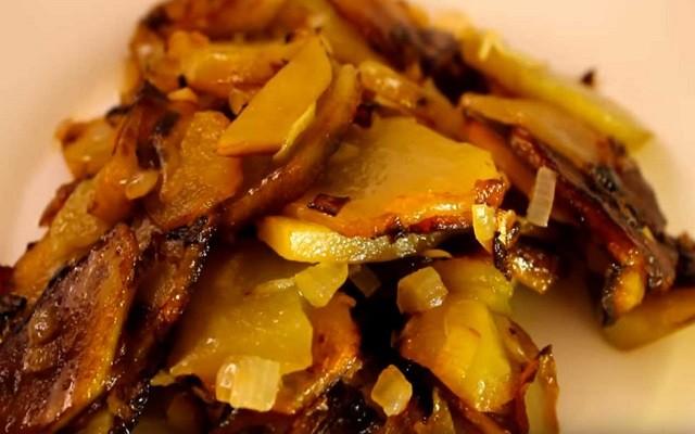 Классический рецепт жареной картошки с луком