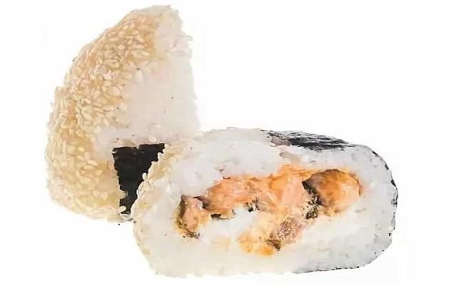 Суши-онигири с креветкой и кунжутом