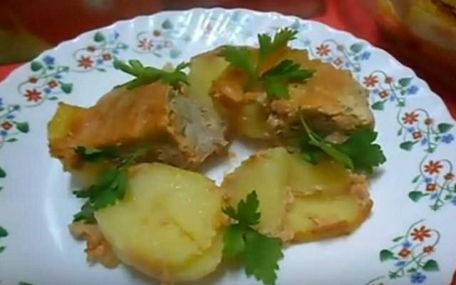 Картофель в духовке с фаршем
