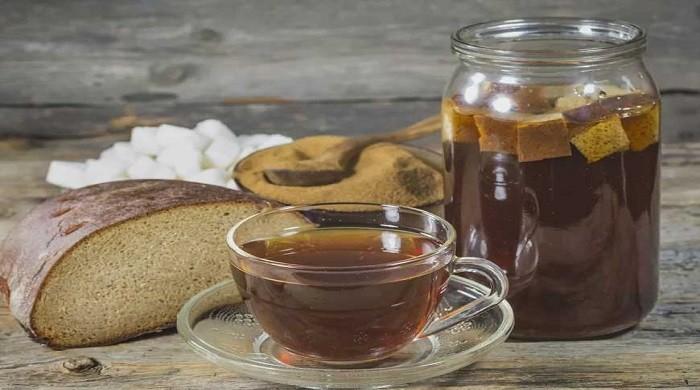 Как сделать квас в домашних условиях — рецепты на закваске из ржаного хлеба, на дрожжах, без дрожжей