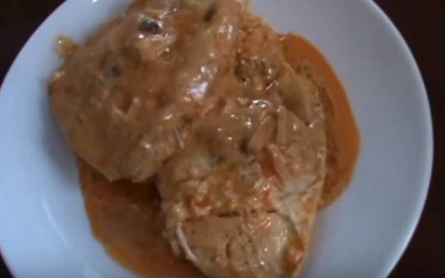 Треска под овощным маринадом со сметаной