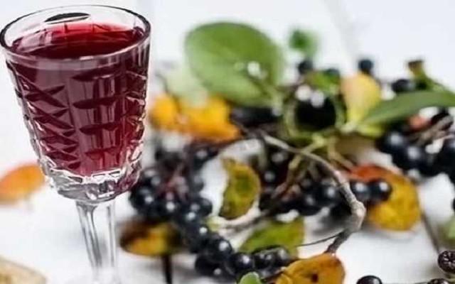 Вино из черноплодной рябины (аронии) с корицей