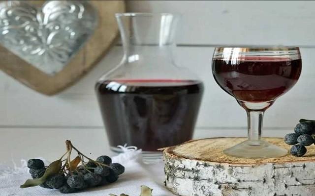 Вино из сока черноплодной рябины