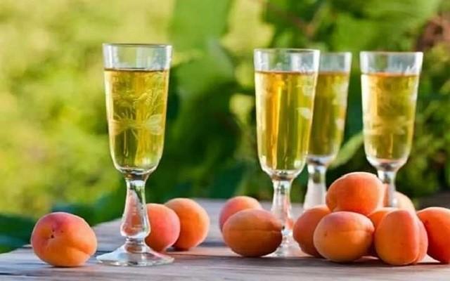 Вино из абрикосов