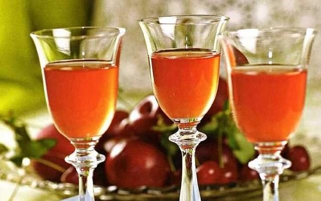 Абрикосовое вино с лимоном