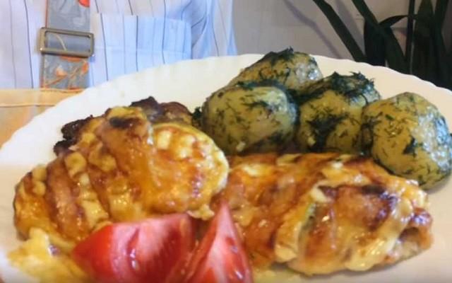Мясо по-французски из куриных бедрышек с кабачком