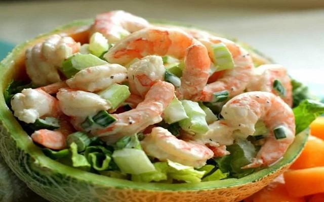 Праздничный салат с креветками