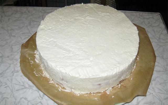обмазать торт кремом